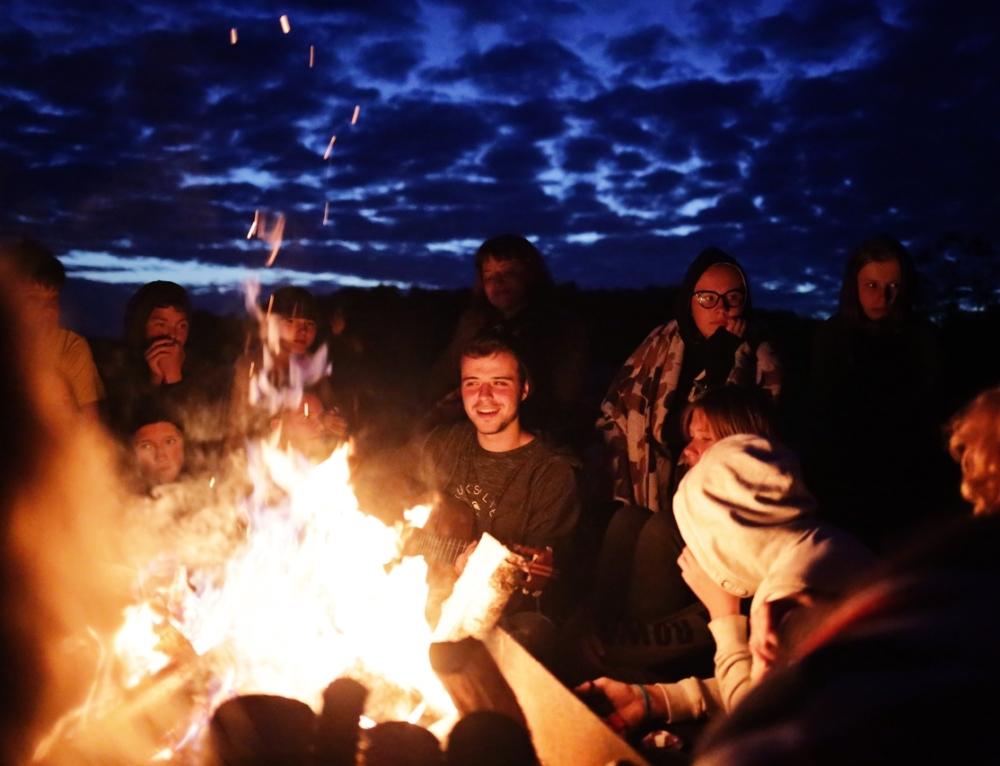 Палаточный летний лагерь для подростков.